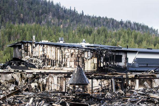 Kemijärven Hotelli Suomutunturi neljä päivää tulipalon jälkeen.
