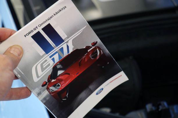 Ainoa laatuaan maailmassa: Ford GT:n suomenkielinen ohjekirja.