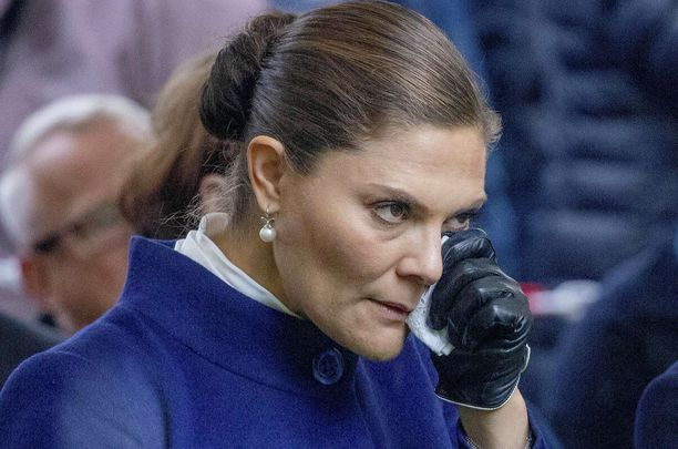 Prinsessa Victoria pyyhki kyyneleitään Estonian onnettomuuden muistotilaisuudessa.