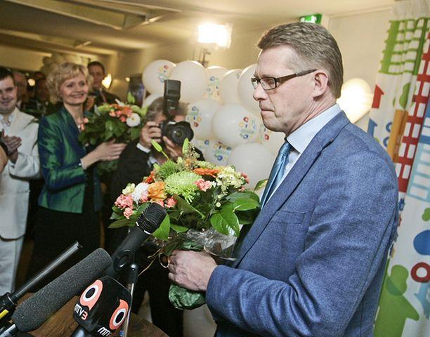Pääministeri Matti Vanhanen myönsi tappion oman väkensä edessä.