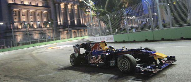Sebastian Vettel kaasutteli harjoitusten parhaaksi hulppeissa maisemissa.