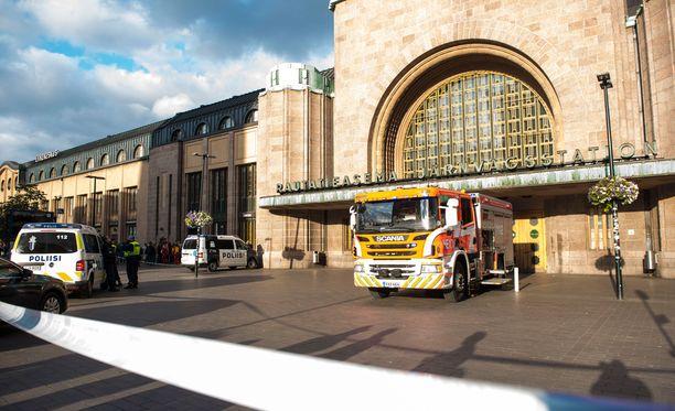 Osa asemahallin ja kaikki laiturialueen lippuautomaateista olivat edelleen poissa käytöstä torstaina.