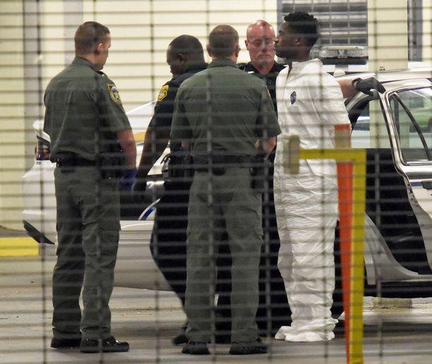 Donaldson oli ottanut aseen mukaan työpaikalleen.