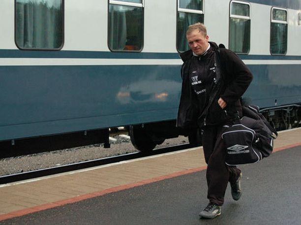 Valeri Popovitsh suosi kamalan Färsaarten-lentonsa jälkeen vaihtoehtoisia matkustustapoja.