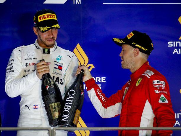 Kippis, kilpakumppani! Joko Lewis Hamilton tai Sebastian Vettel nousee tämän kauden päätteeksi Juan Manuel Fangion rinnalle viiteen mestaruuteen. Hamiltonilla on tuntuva pistejohto, mutta Vettel on noussut kahdesti aiemminkin takamatkalta mestariksi.