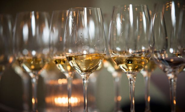 Tänä vuonna samppanjan kulutus on kasvanut kuohuviiniä enemmän.