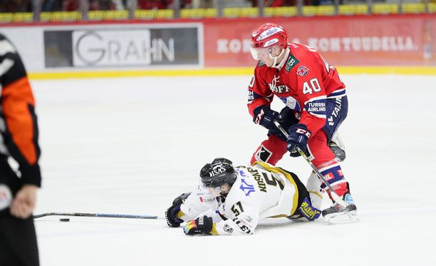 Jesse Koskenkorva teki uransa ensimmäisen liigamaalin, mutta Tomi Tuomiston HIFK otti kolme pistettä.