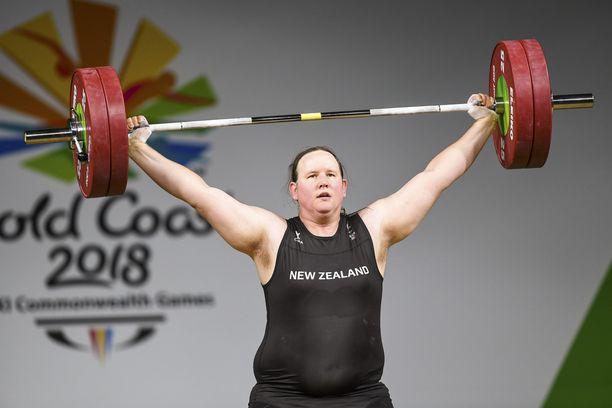 Laurel Hubbard menestyi Tyynenmeren kisoissa. Kuva Kansainyhteisön kisoista vuodelta 2018.
