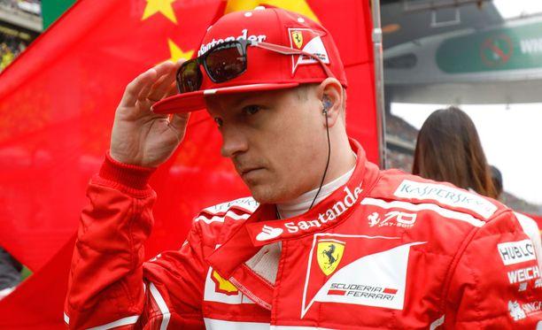 Kimi Räikkönen ottaa osaa kevään jääkiekkokarnevaaleihin.