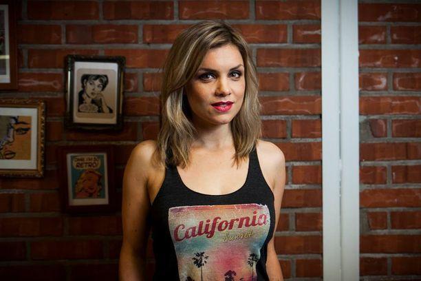 Irina Vartia on nähty televisiossa ennen Salattuja elämiä muun muassa Julkkis Big Brotherin apujuontajana.