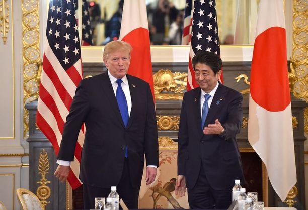 Trump ja Abe tapasivat Akasaka-palatsissa Tokiossa.