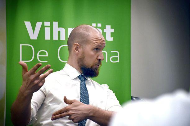 Vantaan puoluekokous oli Touko Aallolle ensimmäinen vihreiden puheenjohtajana.