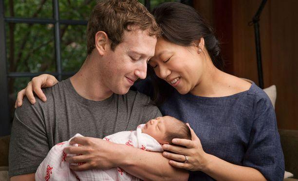 Facebookin isä Mark Zuckerberg ja hänen vaimonsa Priscilla Chan ovat julkaisseet paljon vauvakuvia Facebook-sivullaan.