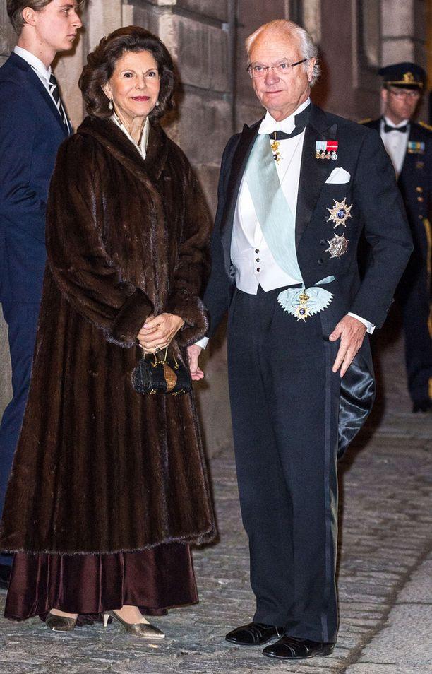 Kuningatar Silvia ja kuningas Kaarle Kustaa saivat koko perheensä mukaan gaalaan.