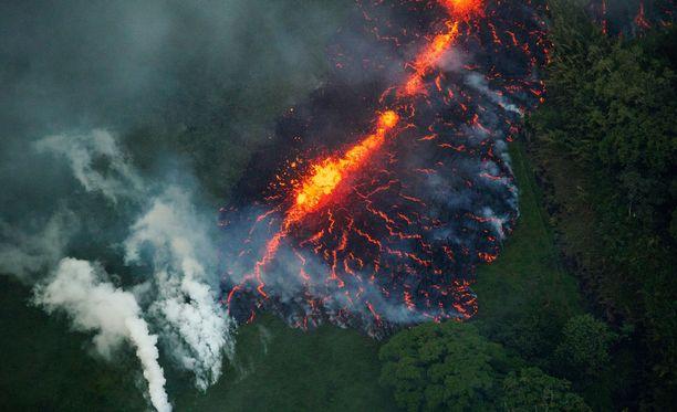 Havaijin paikallisten viranomaisten mukaan tulivuorten halkeamia on tällä hetkellä 17.
