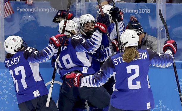 Yhdysvallat nappasi olympiakullan naisten jääkiekossa.