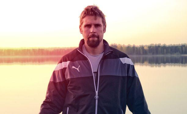 """""""Voimatasoni on noussut, koska TEMPURilla nukun nyt paremmin ja pidempään"""", Antti Ruuskanen iloitsee."""