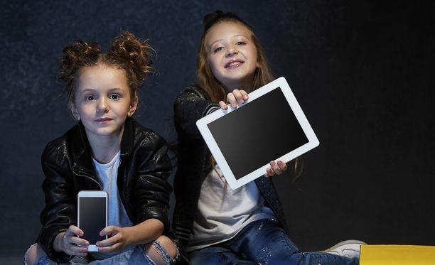 Moni lapsi kokee käyttävänsä nettiä liikaa.