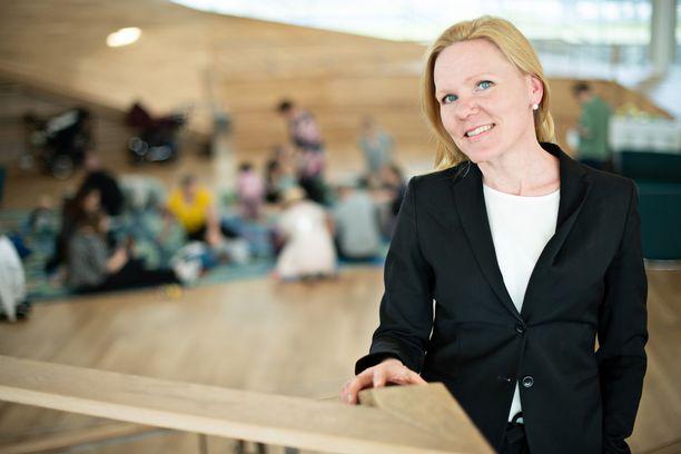 Lapsiasiavaltuutettu Elina Pekkarinen on huolissaan harrastusrajoitusten vaikutuksista lasten ja nuorten hyvinvointiin. Kuva toukokuulta 2019.