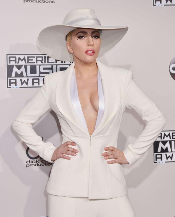 Lady Gagan koiranulkoiluttaja joutui hyökkäyksen kohteeksi.