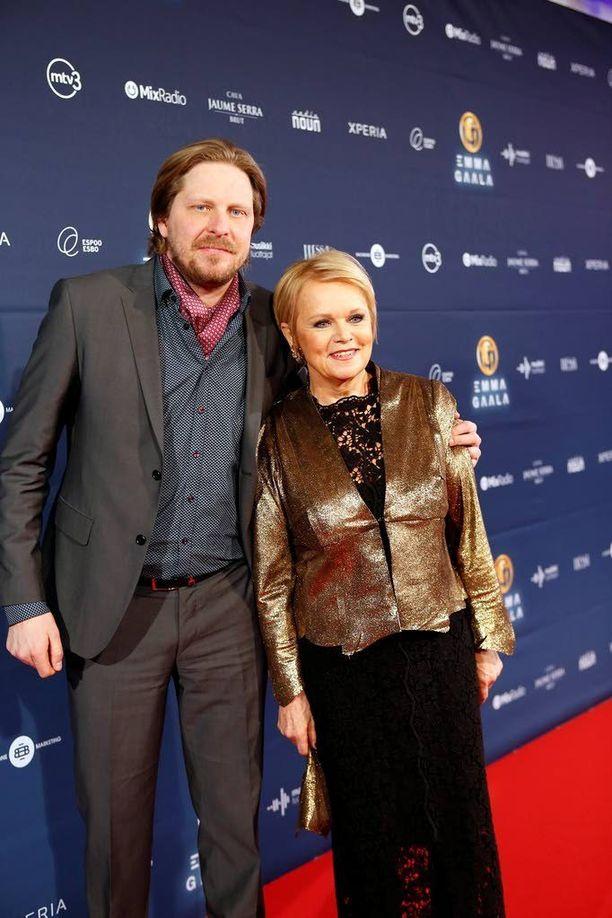 Katri Helena ja hänen mangerinsa Tommi Liimatainen vahvistivat vuonna 2013 Iltalehdessä, että seurustelevat.