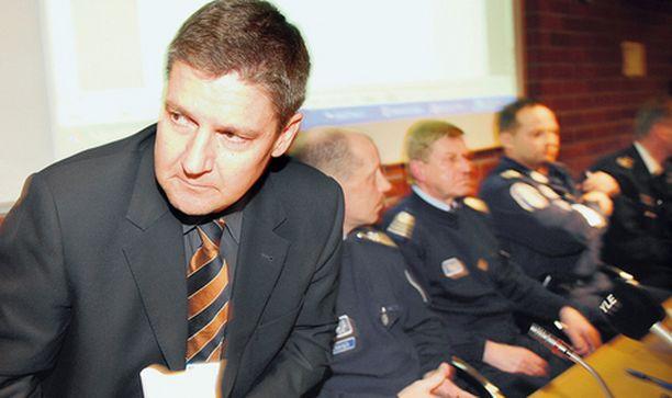 TUTKINNANJOHTAJA. Rikosylikomisario Tero Haapalan mukaan poliiseja oli paikalla enimmillään sata.