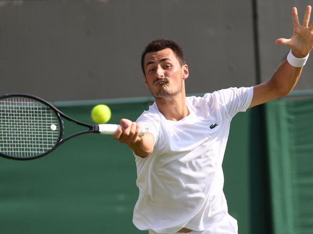 Bernard Tomic putosi alle tunnissa Wimbledonin avauskierroksella.