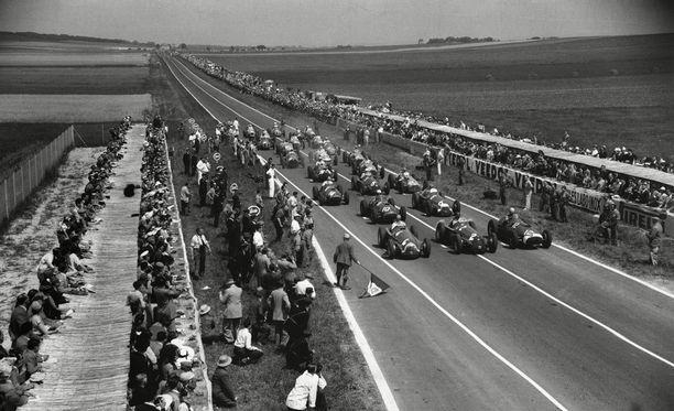 Reimsin lähtöruudukko pullisteli väkeä vielä 50 vuotta sitten.