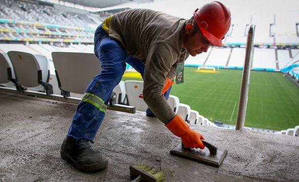 MM-avausstadion on yhä rakennustyömaa.
