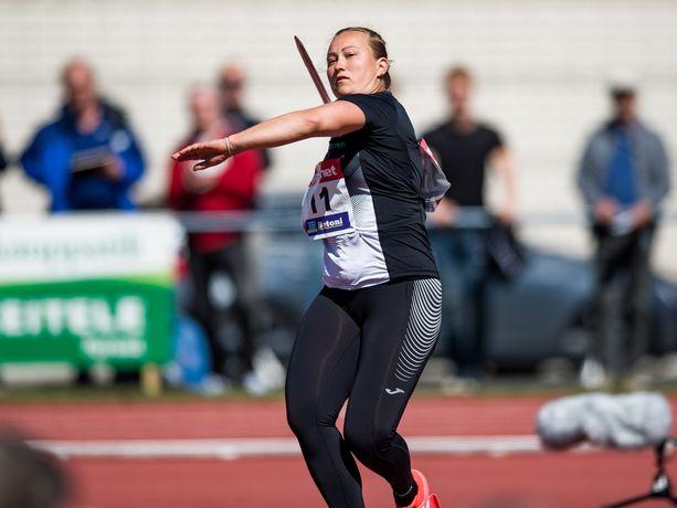 Heidi Nokelainen oli viime kesänä Suomen ykkösnainen keihäänheitossa.