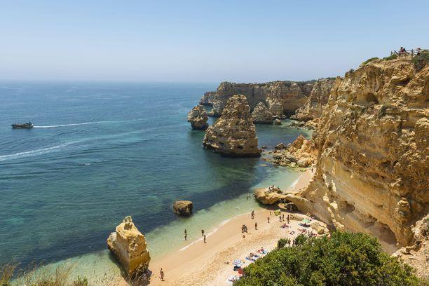 Praia da Marinhan näkymät ovat kelvanneet moniin matkailumainoksiin.