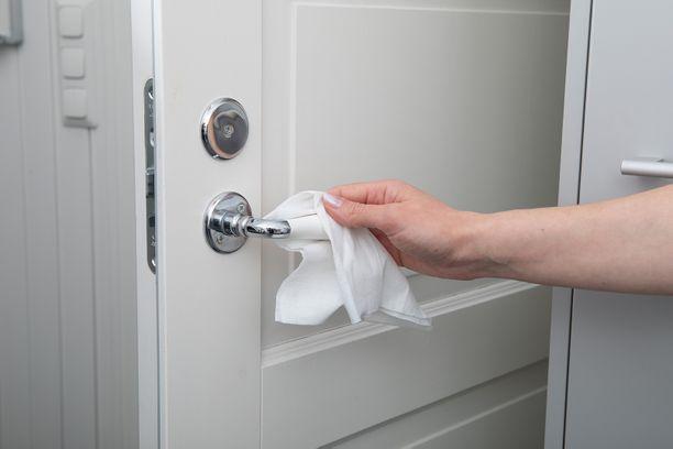 Heti käyttövalmiiden kosteiden pikasiivousliinojen avulla kosketuspintojen puhdistaminen on helppoa ja nopeaa.