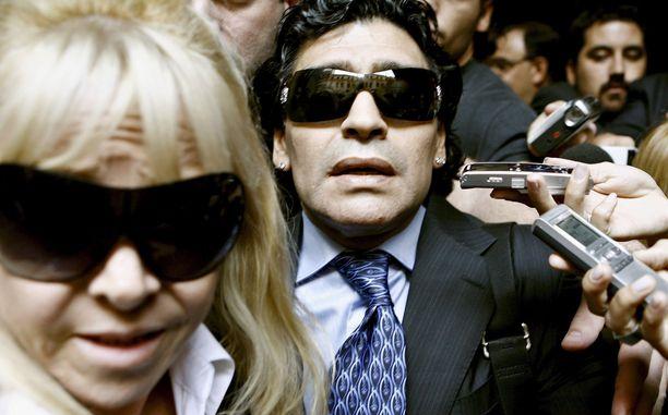 Diego Maradonan koko elämä oli yhtäjaksoista turbulenssia.