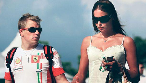 Kimi Räikkönen muisti juhlan hetkellä vaimoaan Jenniä.