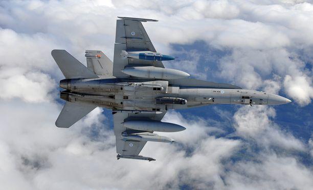 Sopimus sisältää muun muassa sotaharjoituksia, varautumista kyberhyökkäyksiin, puolustussektorin materiaaliyhteistyötä ja tiedustelutiedon vaihtamista. Kuvassa F/A-18 Hornet ilmasta-maahan -varustuksessa.