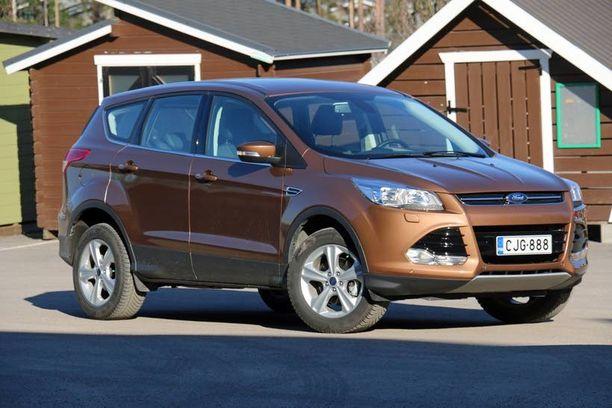 Ford Kuga hakee omaa paikkaansa katumaastureiden kentästä mukavuudella ja varustelulla.