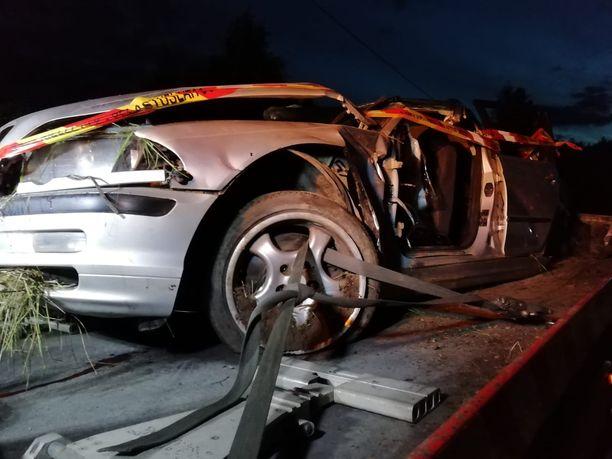 Kolme loukkaantui vakavasti ja kaksi lievemmin henkilöauton ulosajossa Salossa lauantaina.