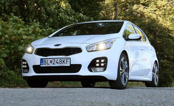 Kia Ceed on saanut GT-Line-versiossa uuden keulan ilmeen kera moniyksikkövalojen.