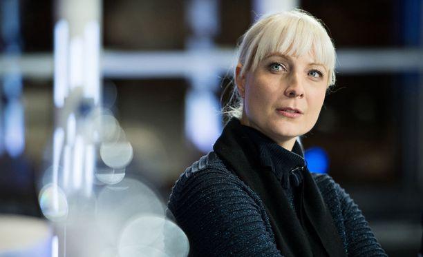 Laura Huhtasaari vaalitilaisuudessa tammikuussa. Huhtasaaren kampanjan kustannukset nousivat reippaasti, kun hänelle jouduttiin hankkimaan ylimääräisiä turvapalveluita.