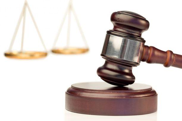 Hovioikeudessa velipuolen kertomaa testamentin löytymisestä pidettiin epätavallisena.