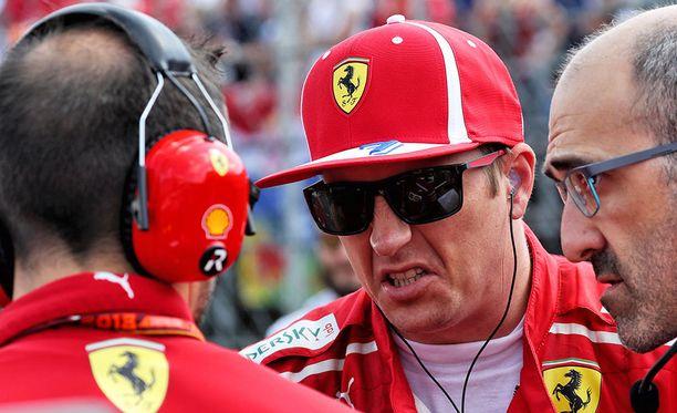 Kimi Räikkönen joutuu ajamaan kisan ilman juotavaa.