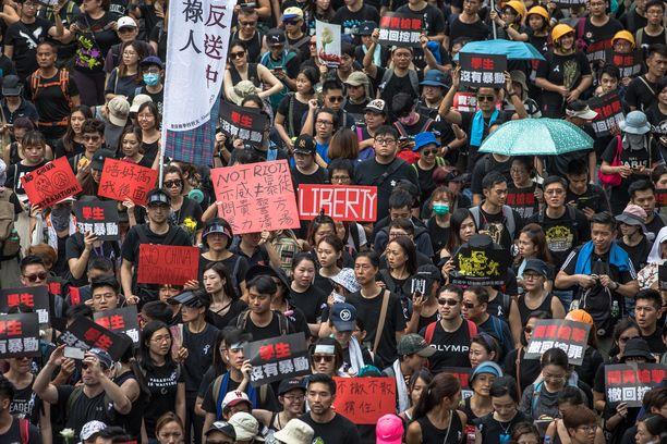 Massiiviset mielenosoitukset alkoivat viime viikonloppuna.