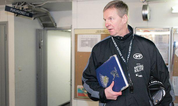 EI KOMMENTTIA. Päävalmentaja Kari Jalonen korosti tuimasti, että Kärpät keskittyy vain työntekoon.