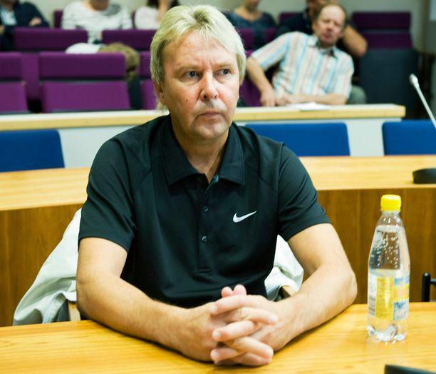 Matti Nykänen ajoi maaliskuussa poliisin tutkaan yli 160 kilometrin tuntinopeudella. Hän ei saapunut tänään paikalle oikeuteen. Kuvassa Nykänen Pirkanmaan käräjäoikeudessa vuonna 2010.
