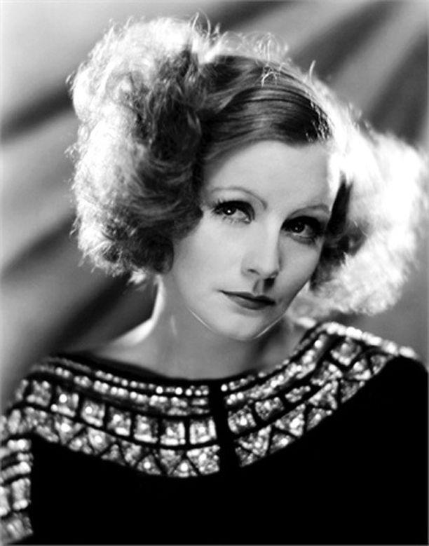 1900-luvun alkupuolella rohkeat naiset suosivat polkkaa. Kuvassa näyttelijä Greta Garbo.