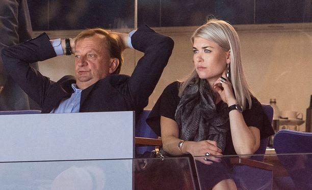 Hjallis Harkimo ja Susanna Koski jännittivät tiistaina Hartwall Arenalla Jokerien kotiottelussa.