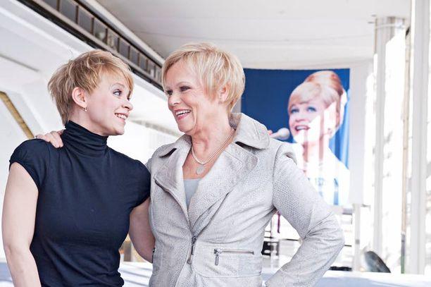Sanna Majuri esittää Katri Helenaa musikaalissa, joka saa ensi-iltansa elokuussa Helsingin kaupunginteatterissa.
