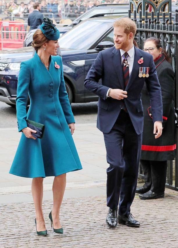 Kehonkieliekspertin mukaan Catherinen ja Harryn välit näyttävät olevan läheiset ja lämpimät.