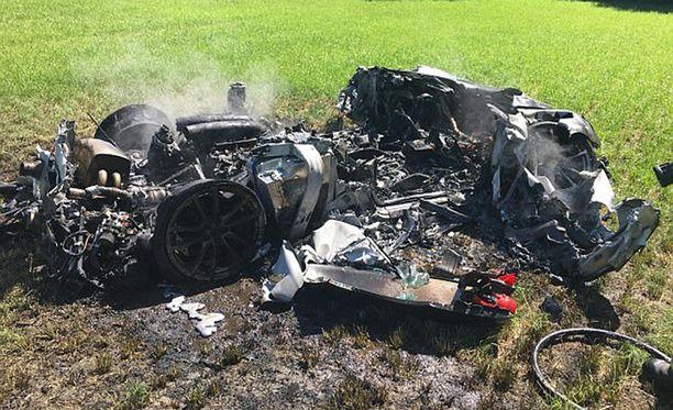 Poliisi joutui kysymään omistajalta mitä autoa hän oli ajanut. Romukasa oli tunnistamaton.