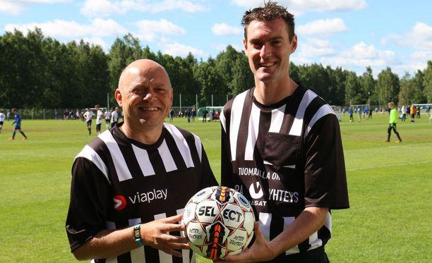Dean Scott ja Ezra O'Neill tuomitsevat pelejä Helsinki Cupissa.